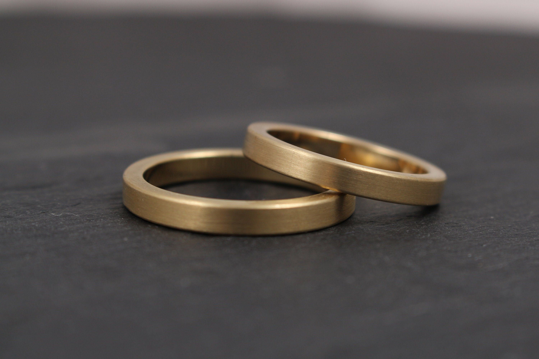 Geradlinige Trauringe In Gelbgold 333 585 750 Schlicht Etsy Ehering Schmal Eheringe Weißgold Ehering Schlicht