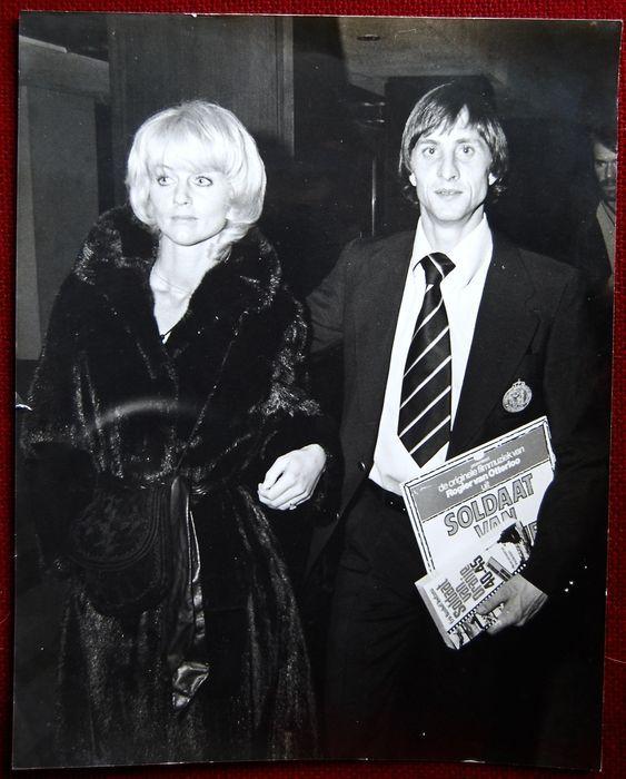 Originele Telegraaf Persforto Johan Cruijff Met Zijn Vrouw