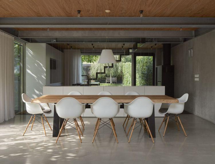 minimalistische einrichtung beton holz esstisch stühle betonboden ...