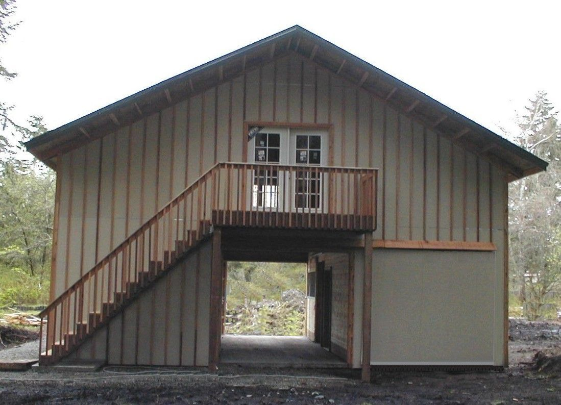 Pole barns stall wood barn with apartment in 2nd story for Pole barn garage designs
