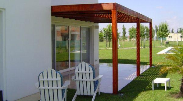 Pergola de madera simple contra la pared pergola for Terrazas individuales
