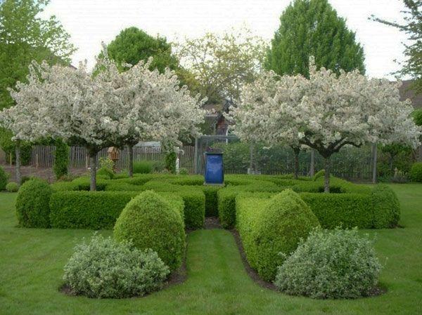 hinterhof mit baumen mit weien blten gartengestaltung 60 fantastische garten ideen - Fantastisch Gartengestaltungsideen