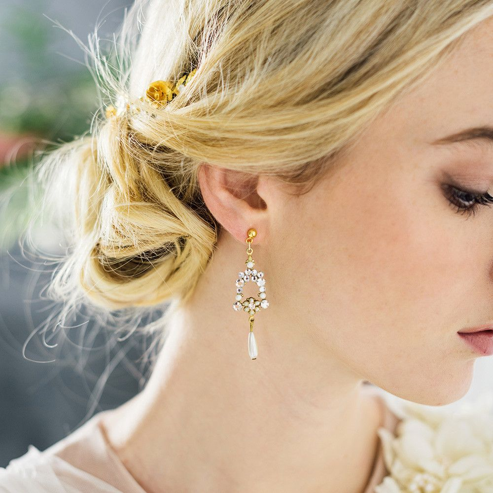 Crystal and pearl dew droplet gold earrings Wedding earrings