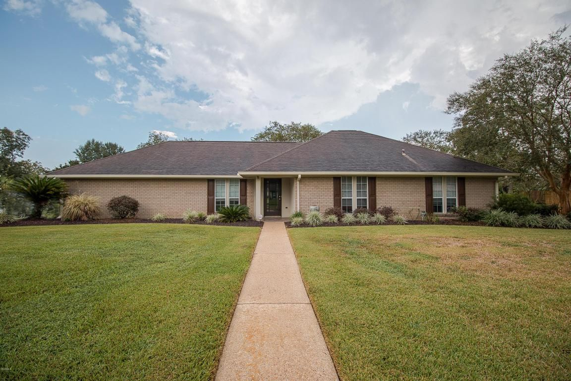 Beautifully Maintained Home Realestate Mscoastliving Details Https Www Searchgulfporthomes Com Homes 122 Reservation Dr Gulfport Beautiful Homes Realty