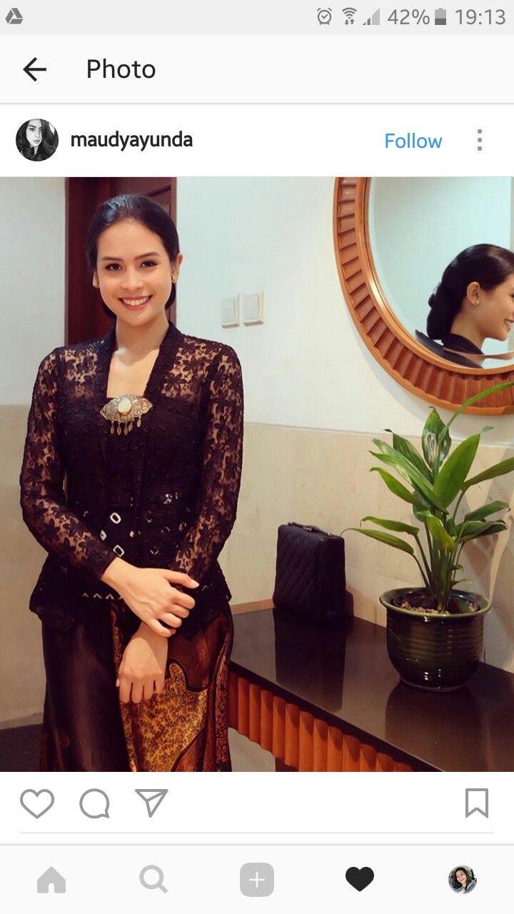 Photo of Kebaya Hitam worn by Maudy Ayunda