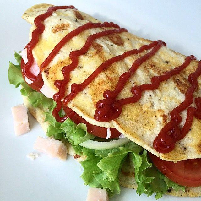 """Æggewrap  | kylling, salat, tomat, løg og isis-ketchup. #healthychoices #dinner #foodporn #food #wrap #egg #yummy #free"" Photo taken by @cholmegaard on Instagram, pinned via the InstaPin iOS App! http://www.instapinapp.com (06/03/2015)"