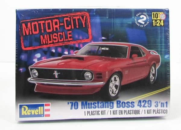 This 1970 Ford Mustang Boss 429 car model kit is made by Revell in 1/24 scale. - Choice of custom mags, Magnum 500 wheels or large diameter wheels with low prof
