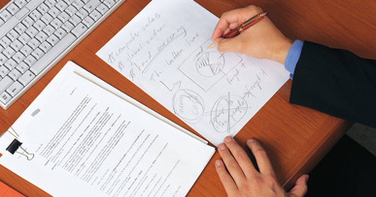 Cómo diseñar un ERP. ERP (empresa, recursos y planificación) se refiere a conceptos de negocio y tecnología para la implementación de sistemas de automatización. Diseñar tal esquema requiere de muchas personas con diferentes habilidades. Los consultores de TI y de negocios juegan un papel importante en el proceso de planificación y diseño. Hay varios enfoques para ...