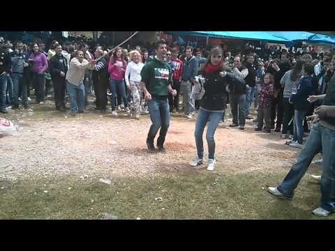 Gente Saltando a la comba en el Desencajonamiento 2013