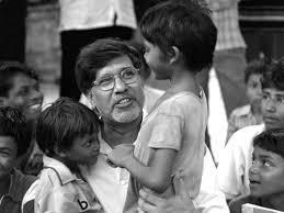 Kailash Satyarthi es un activista indio por los derechos de los niños y ganador del Premio Nobel de la Paz en 2014. Desde los años 90 ha trabajado activamente con el movimiento indio contra el trabajo infantil. Wikipedia      Fecha de nacimiento: 11 de enero de 1954 (edad 60), Vidisha, India    Premios: Premio Nobel de la Paz