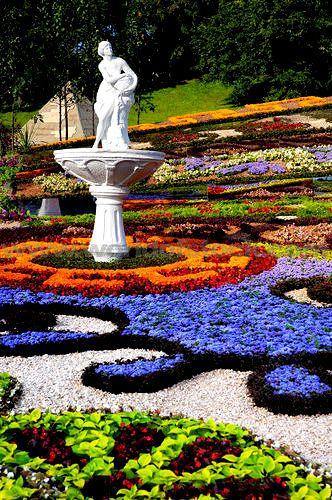 artistic landscape gardening colorful