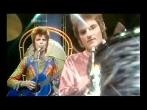 1 - Space Oddity 2 - Changes 3 - Starman 4 - Heroes 5 - Rebel Rebel 6 - Ziggy Stardust 7 - Lets Dance 8 - Under Pressure (Feat. Gail Ann Dorsey) 9 - Jean Gen...