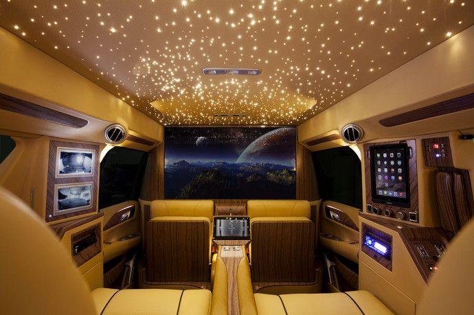 top 5 des voitures de luxe les plus demand es en mars motori voiture voitures de luxe e. Black Bedroom Furniture Sets. Home Design Ideas