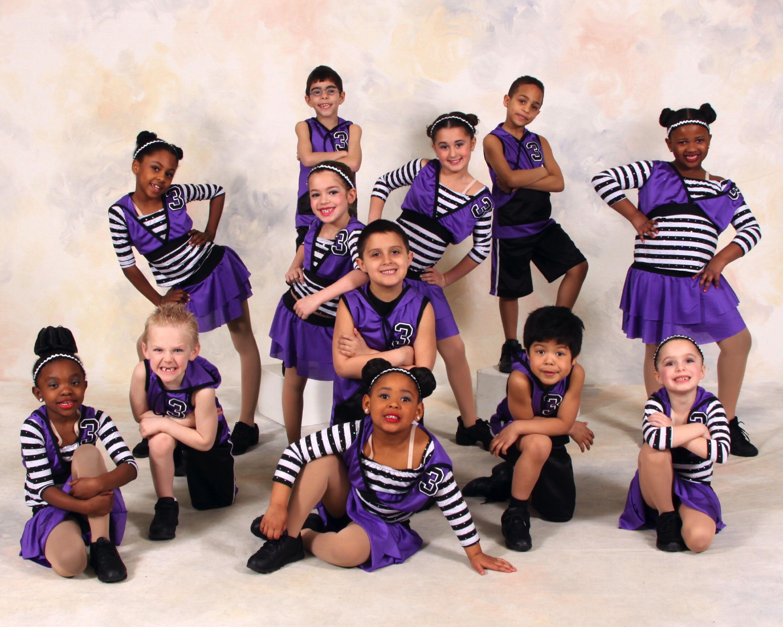 Позы для фотографии танцевальным коллективом то, что