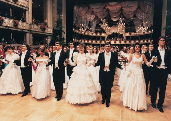 Baile de Debutantes en Viena. Resultados de la Búsqueda de imágenes de Google de http://www.kalipedia.com/kalipediamedia/artes/media/200708/22/musica/20070822klpartmsc_137.Ies.SCO.jpg