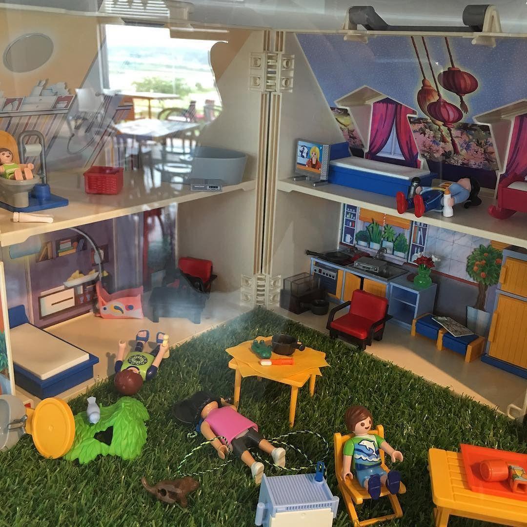 이 작품의 컨셉은 뭐지.. 미친집구석을 표현하고자 했나 #art - pitty household after #pandemic #lego by jaesinnam