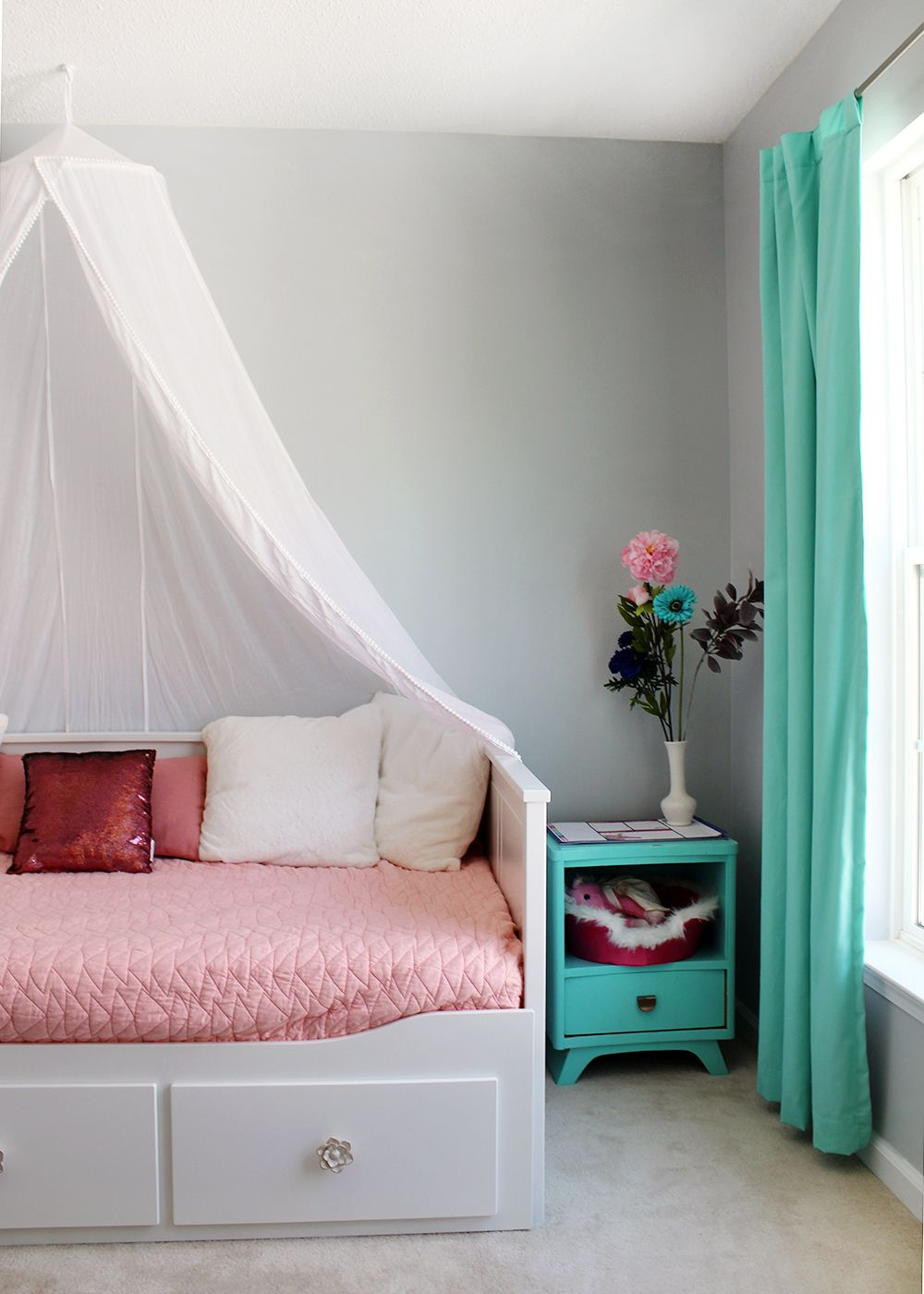 A Colorful Tween Girl S Bedroom Makeover Daybed With Storage Girls Bedroom Daybed Tween Girl Bedroom