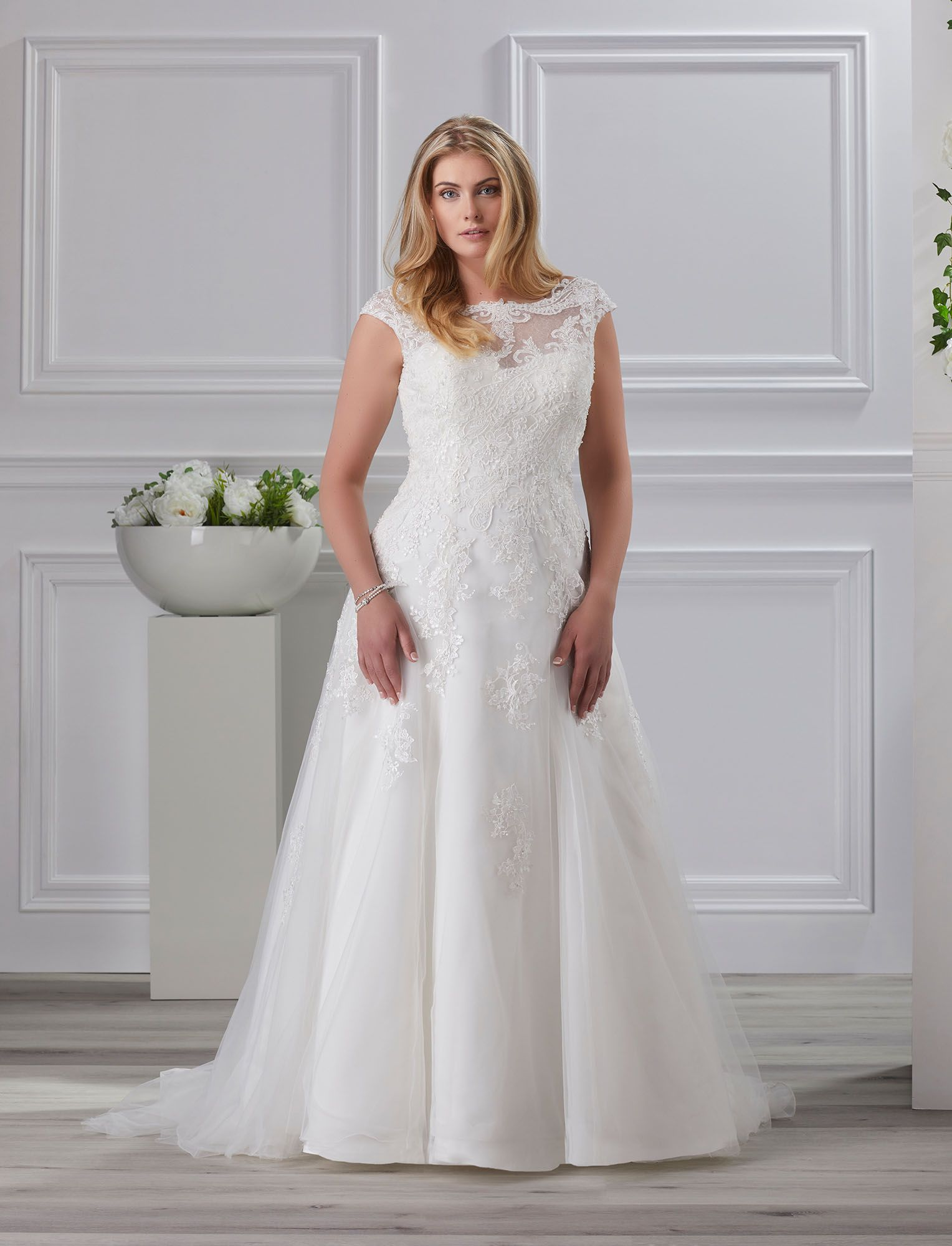 Très Chic Bridal and Evening Wear Collection 2018