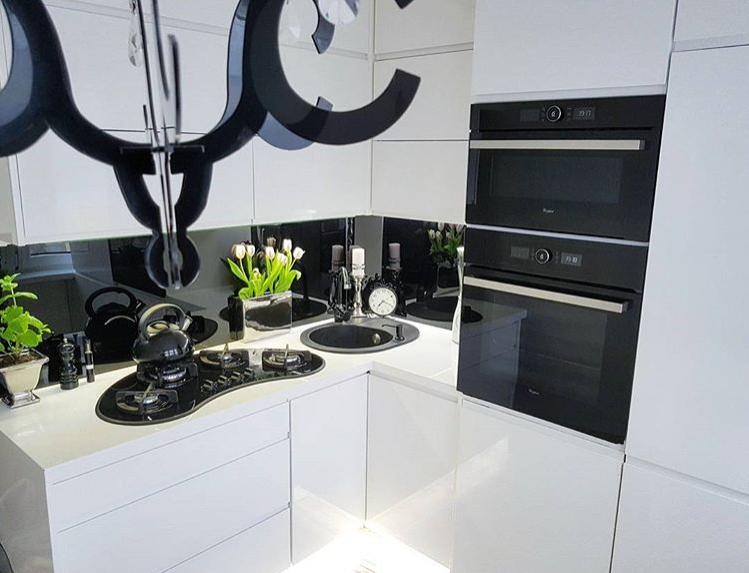 Mieszkanie W Bloku W Stylu Glamour Najpiekniejsze Wnetrza Z Instagrama Twoje Diy In 2021 Kitchen Appliances Beauty Room Kitchen