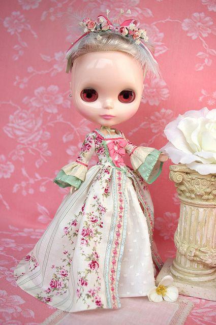 For Jodie ≈ Marie-Antoinette ≈ | Flickr - Photo Sharing!Detesto boneca mas essa eu não sei...