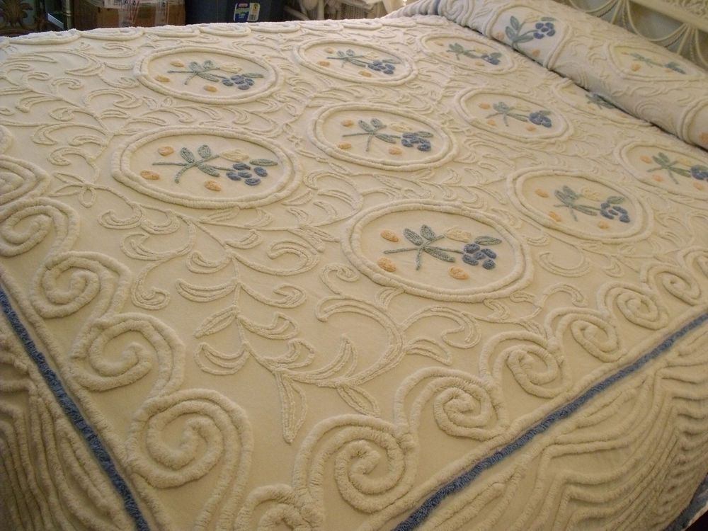 "Vintage Chenille Bedspread 90""x106"" Dbl Full Icing  White Blue & Yellow Flowers"