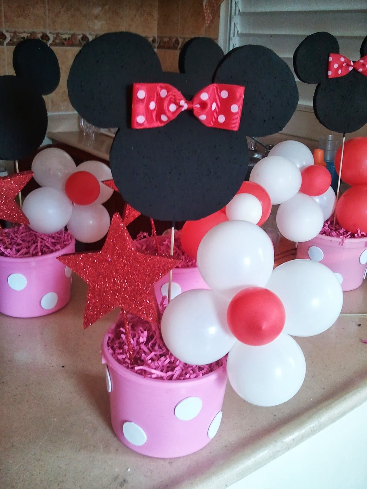 Diy minnie mouse party centerpieces birthday party ideas for Baby minnie decoration ideas