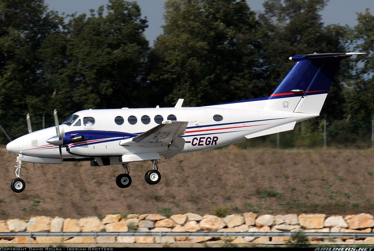 Beech 200 Super King Air aircraft picture Çift