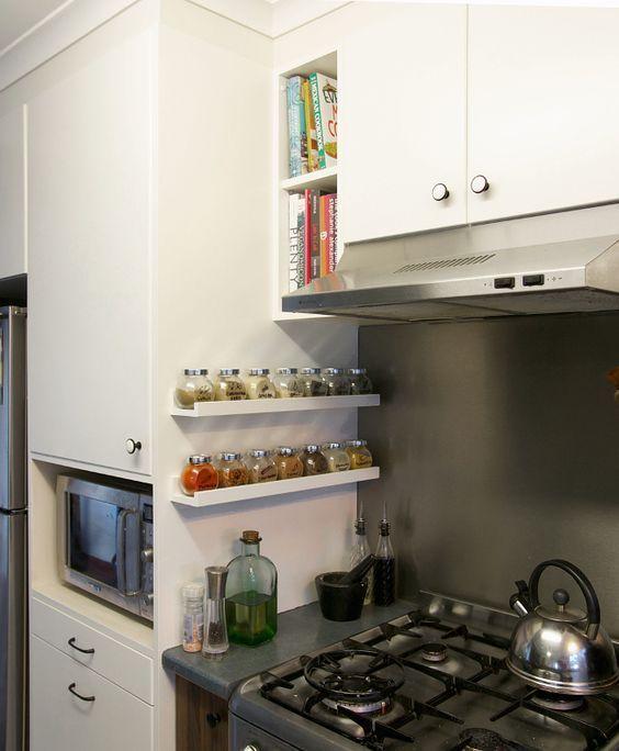 15 Idées Pour Utiliser Autrement Les Tablettes Pour Photos Ribba Ikea Bricobistro Kitche хранение продуктов в маленькой кухне небольшие кухни домашние кухни