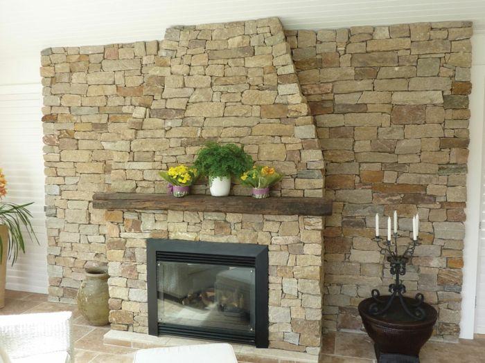 Wandverblender aus Naturstein, an einer Kaminwand mit Leiste, Vasen - ideen fur kleine wohnzimmer