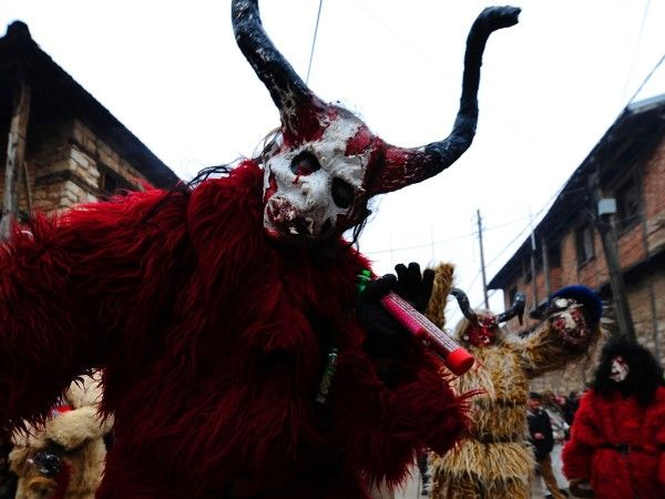 Vevcani carnival 2014 (© AP Photo/Boris Grdanoski ...