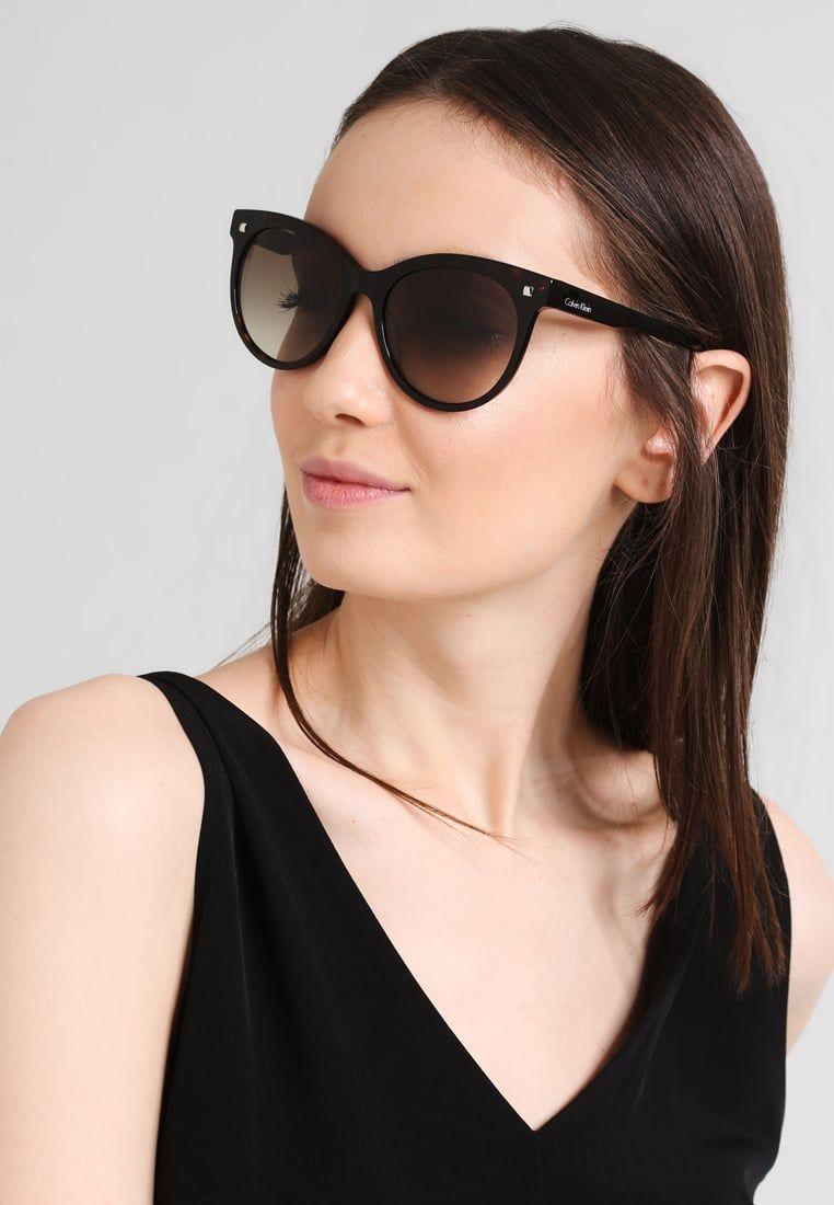 1620b5fefd ¡Consigue este tipo de gafas de sol de Calvin Klein ahora! Haz clic para