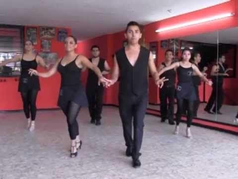 Aprendiendo A Bailar Pasos Básicos Para La Salsa Bailar Salsa Aprender A Bailar Pasos De Salsa Baile