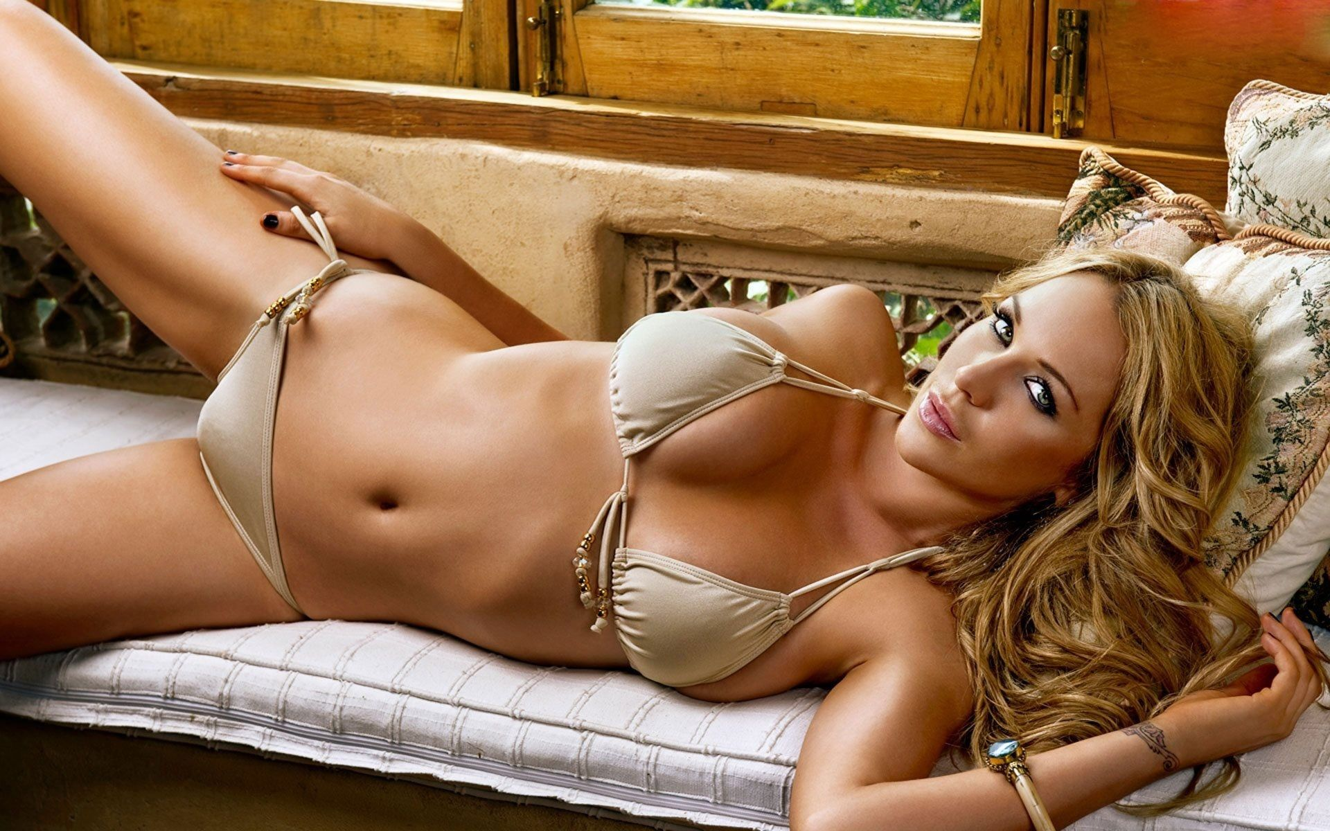 World most sexiest women nude — photo 5