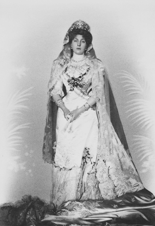 REINA VICTORIA EUGENIA DE ESPAÑA Vestido de novia, tiara y velo que llevó en la boda