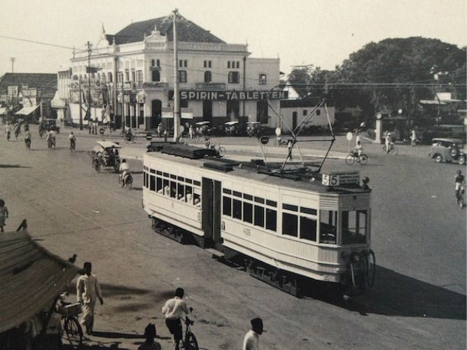 Jakarta Terus Bergelut Dengan Masalah Transportasi Maklum Sekalipun Penduduknya Sangat Besar Sampai Sekarang Arsitektur Kolonial Foto Zaman Dulu Foto Langka