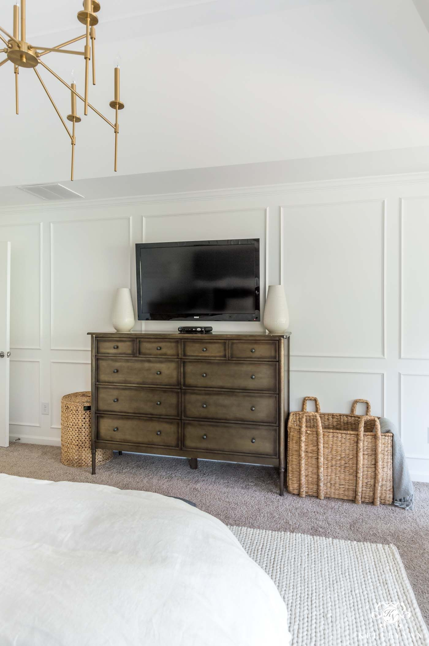 How to mix and match bedroom furniture with a metal