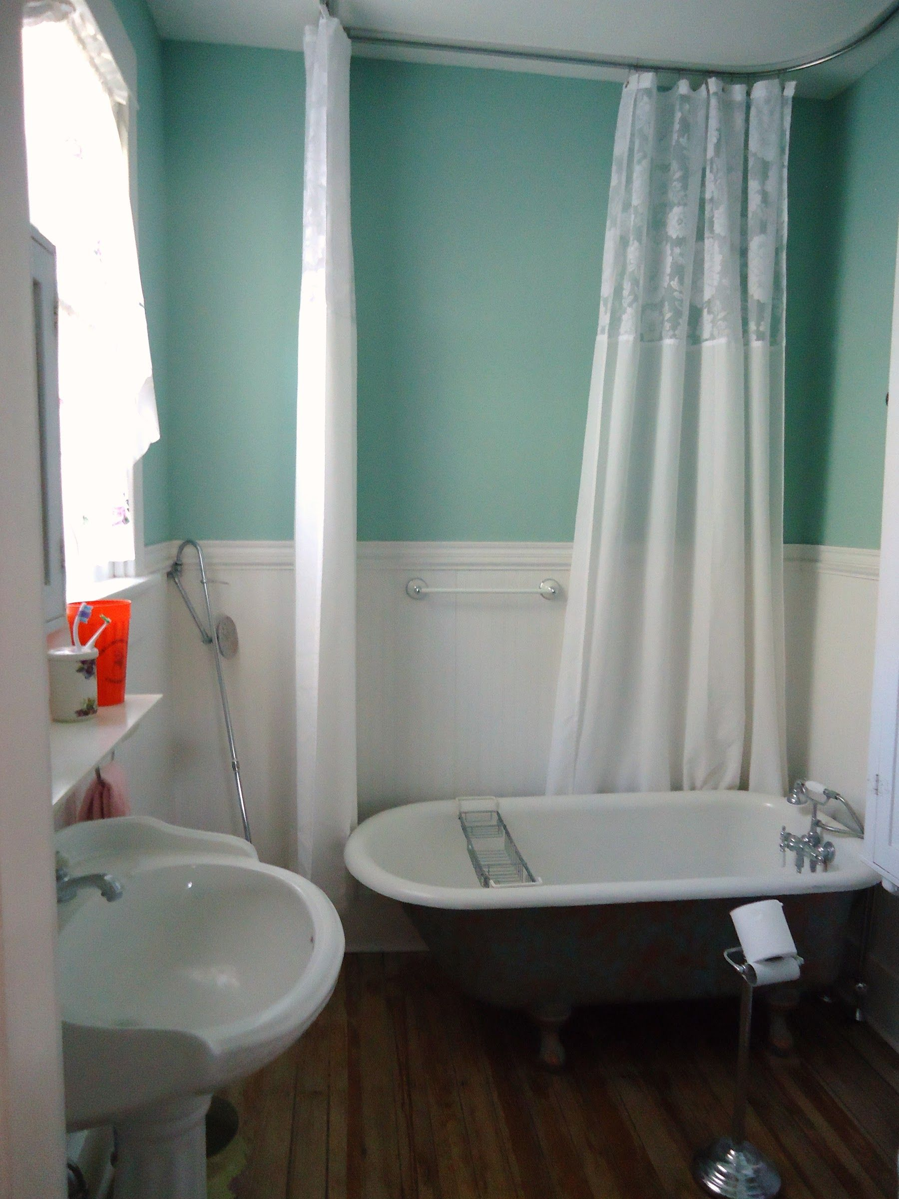 Decorating Bathroom Ideas Appliances Fascinating White Green Small Bathroom  With White Clawfoot Tub And White Floral Pattern Shower Curtain Inspiring  ...