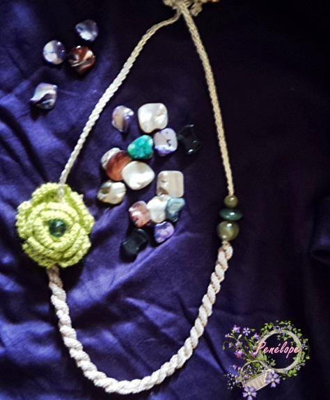 Darghamyo designs: Collares con flores en relieve y cordón de pasaman...