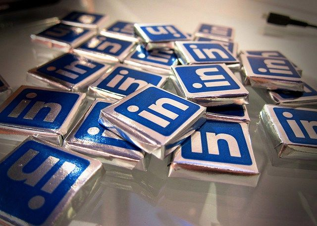 LinkedIn Beats The Street In Q1 On Sales Of $473M, EPS Of $0.38, Raises Outlook - http://mobilemakers.org/linkedin-beats-the-street-in-q1-on-sales-of-473m-eps-of-0-38-raises-outlook/