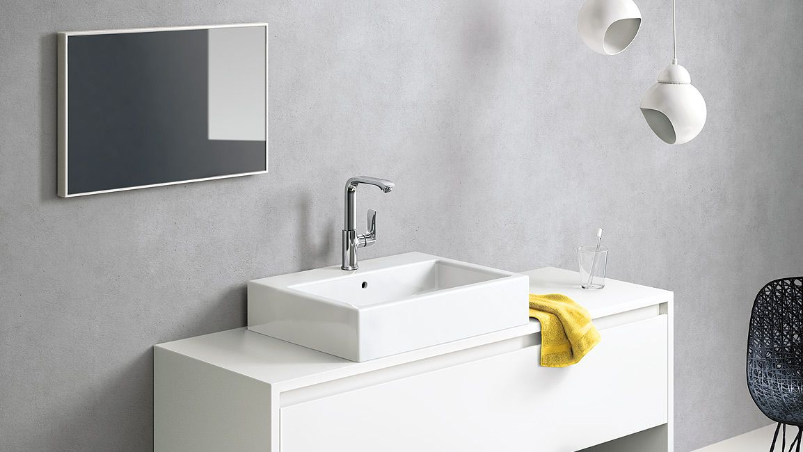 A bathroom with positive clarity: less is more. The Metris faucet ...