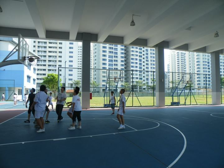 File Basketball Court On The First Floor Of The Indoor Sports Hall Nan Hua High School Singapore 20131227 Indoor Basketball Court Indoor Sports Sport Hall
