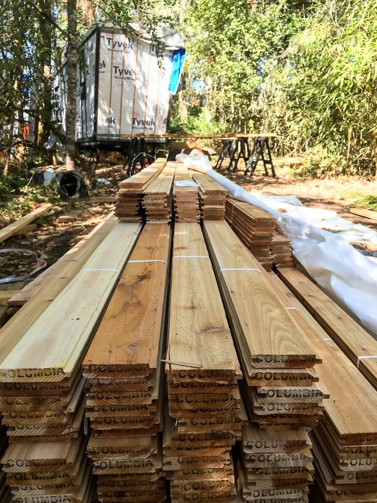 Using Two Sizes Of Cedar Tongue And Groove For The Siding 1x4 And 1x8 The 1x4s In The Delivery Were The Wro Cedar Tongue And Groove Building A House Building