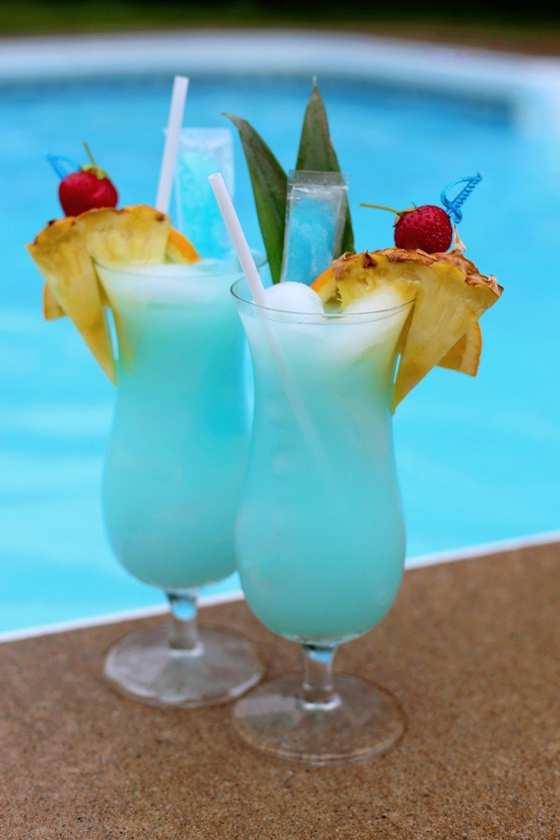 Swimming Pool Summer Mocktail Recipe Pool party drinks