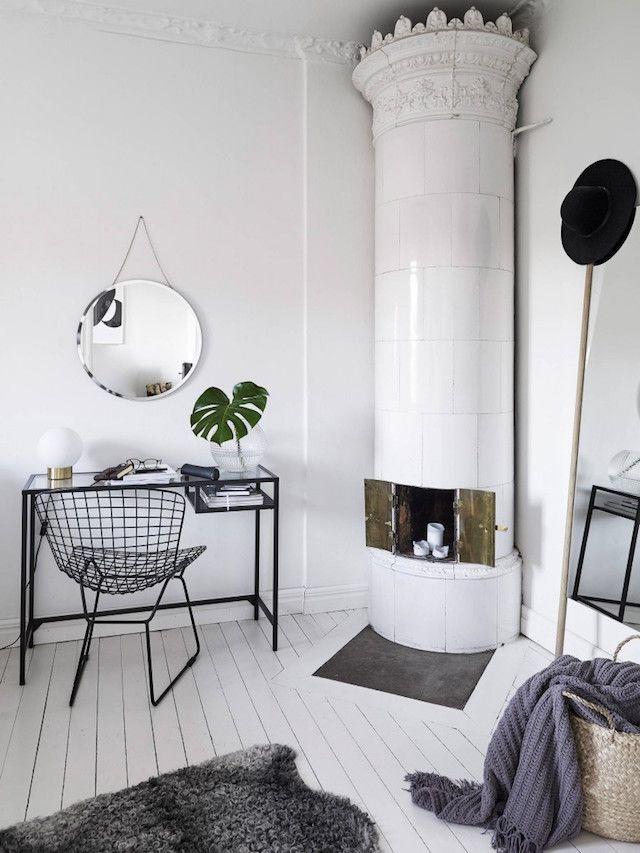 Un #dormitorio con mucho encanto y una chimenea para no olvidar.