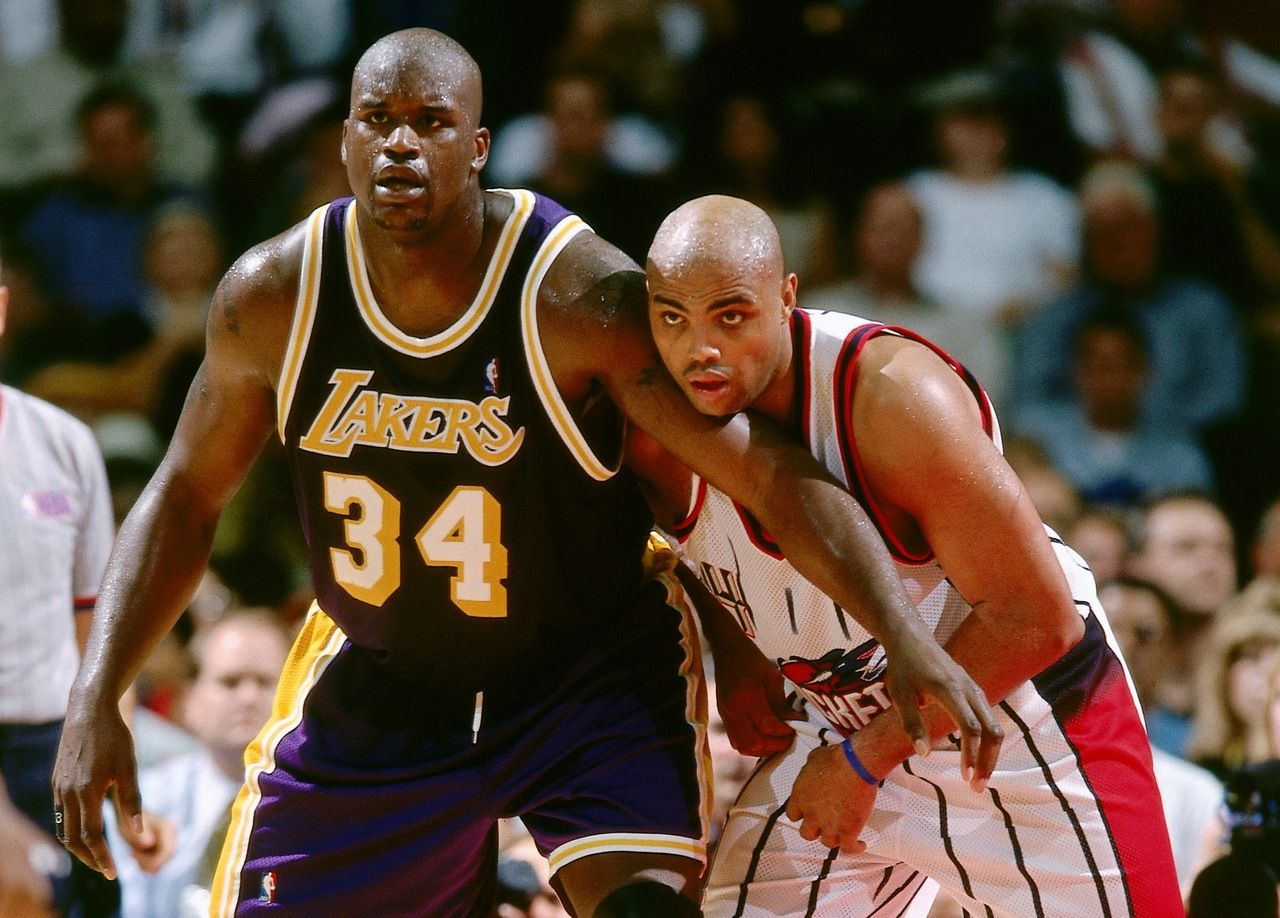 1999 Shaquille O Neal The La Lakers Visit Charles Barkley The Houston Rockets Photo By Bill Baptist Nbae Shaquille O Neal Athlete Professional Athlete