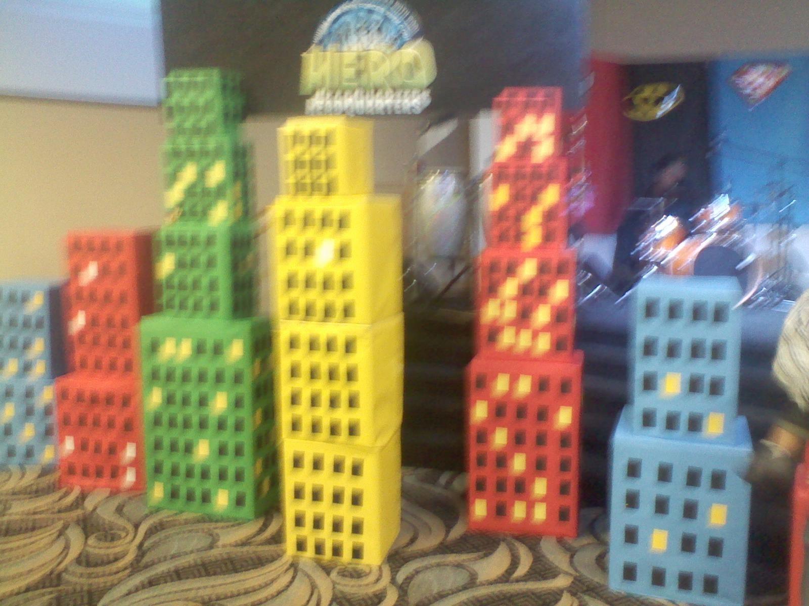 Decoraciones con cajas imitando a edificios se puede - Decoracion de cajas ...