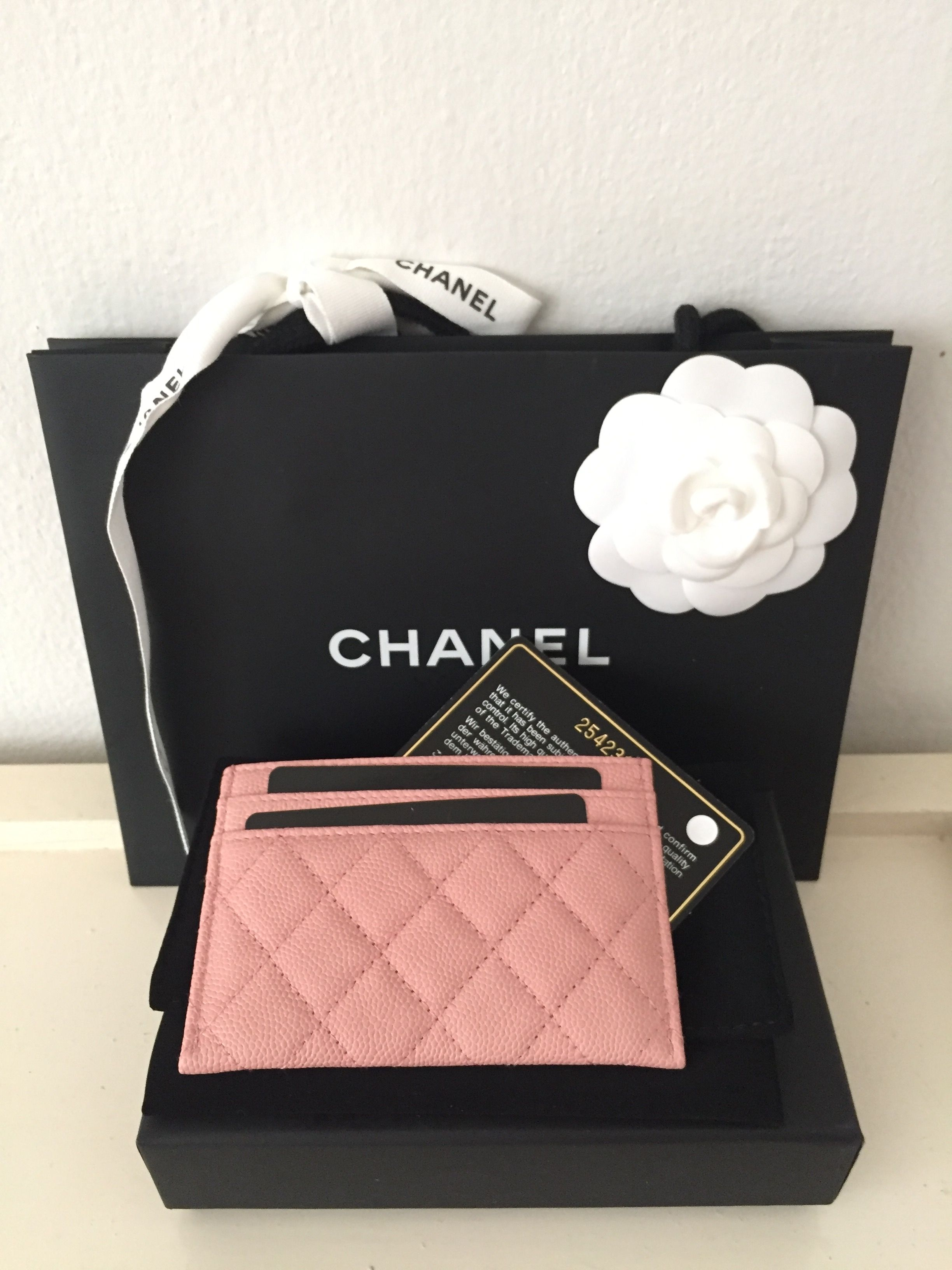 288167415ad6 So cuteeeee 😘 Chanel Boy card holder holo 25 | Chanel in 2019 ...