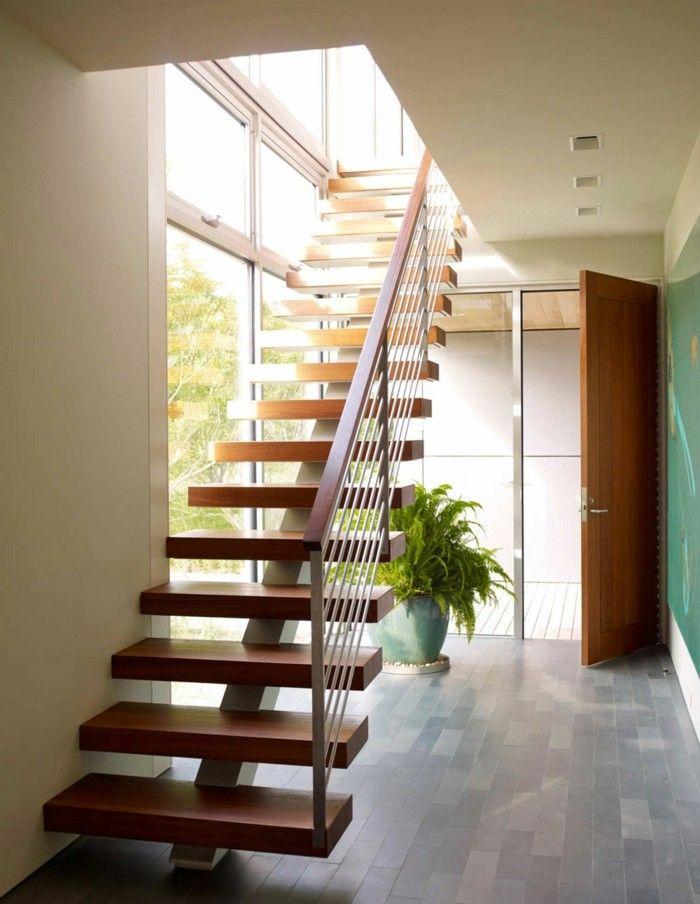 Escalera con escalones de madera en la casa moderna - Escaleras para casas modernas ...