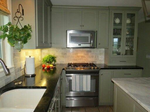 Benjamin Moore S Gettysburg Gray Cabinets With Soapstone Counters