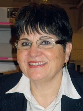 Notre auteur : Josiane Martini, une femme toute simple née en 1946 au Maroc dans une modeste famille française. Une vie difficile, spectatrice d'un amour où les enfants n'étaient pas invités et la tendresse oubliée, réservée. Son cœur, son corps gémissaient et son langage amusait. En effet la dyslexie fut le handicap de ses premiers pas dans la vie et sa bataille de chaque jour.